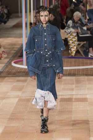 hbz nyfw ss2018 trends dark denim 01 mcqueen rs18 2734 1509389494