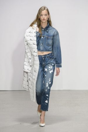 hbz nyfw ss2018 trends dark denim 10 de la renta rs18 1035 1509389494